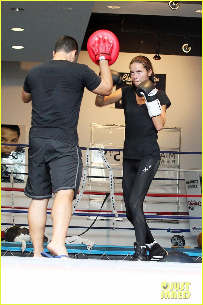 adriana lima boxing 012594285