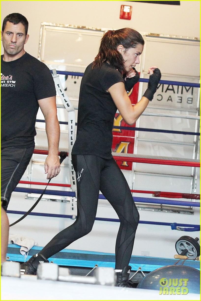adriana lima boxing 05
