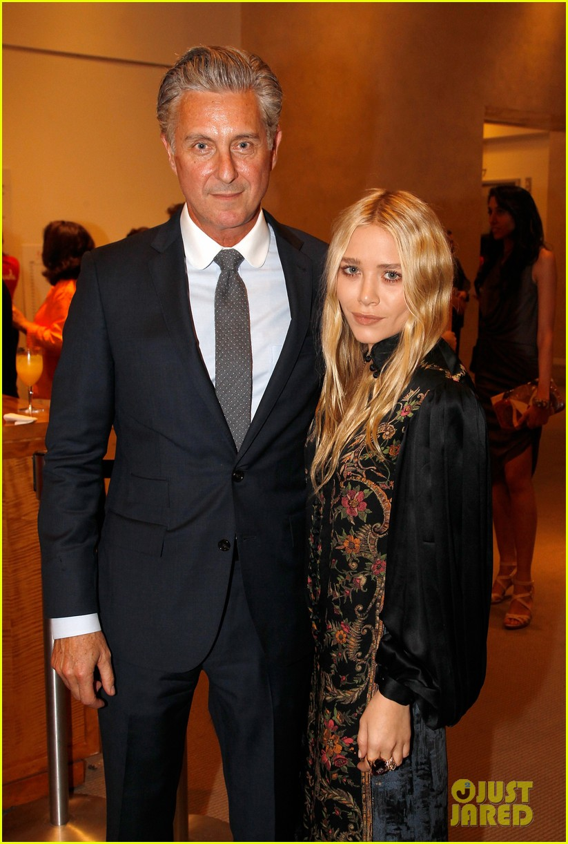 mary kate olsen nyaa 20th annual take home a nude benefit 03