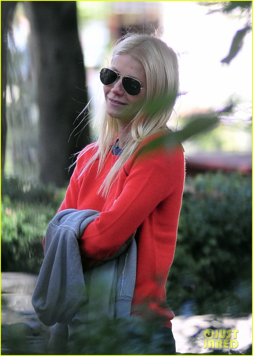 gwyneth paltrow park kids 05