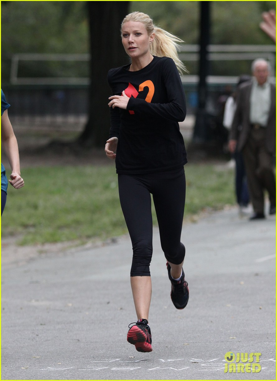 gwyneth paltrow thanks for sharing set with mark ruffalo 092589022