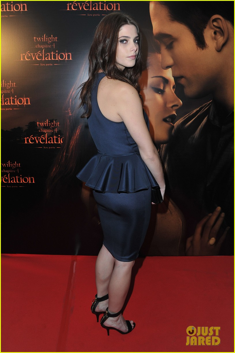robert pattinson ashley greene twilight paris premiere 02
