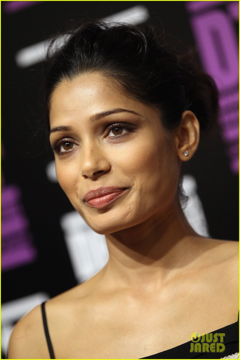 freida pinto black gold photo call 04