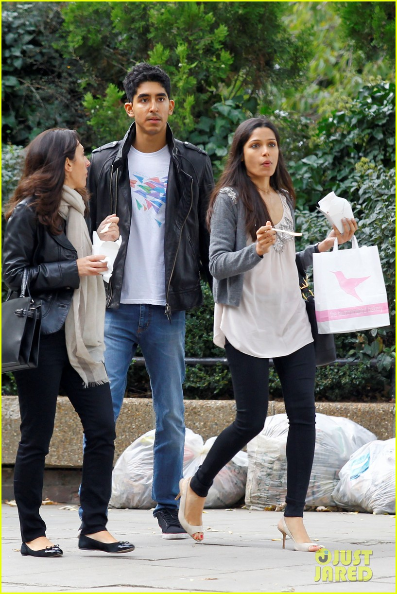 Full Sized Photo of freida pinto notting hill dev patel 04 ... Freida Pinto Boyfriend