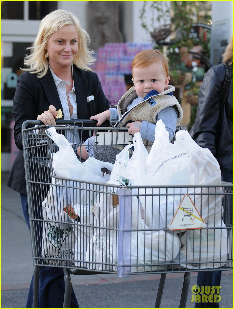 amy poehler abel grocery shopping 02