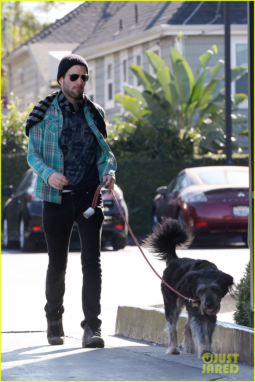 zachary quinto walks dog 10