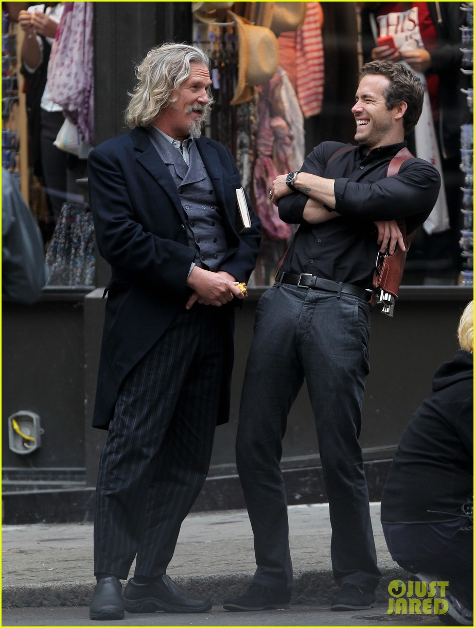 ryan reynolds jeff bridges laugh 012586169