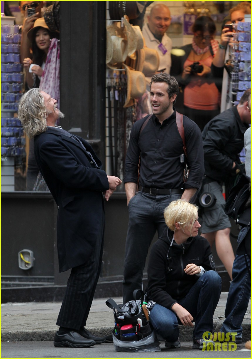 ryan reynolds jeff bridges laugh 03
