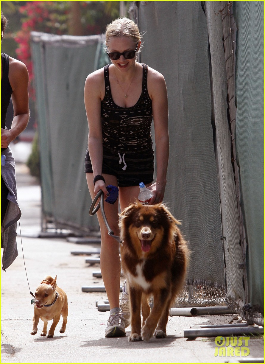 amanda seyfrieds day out with finn 03