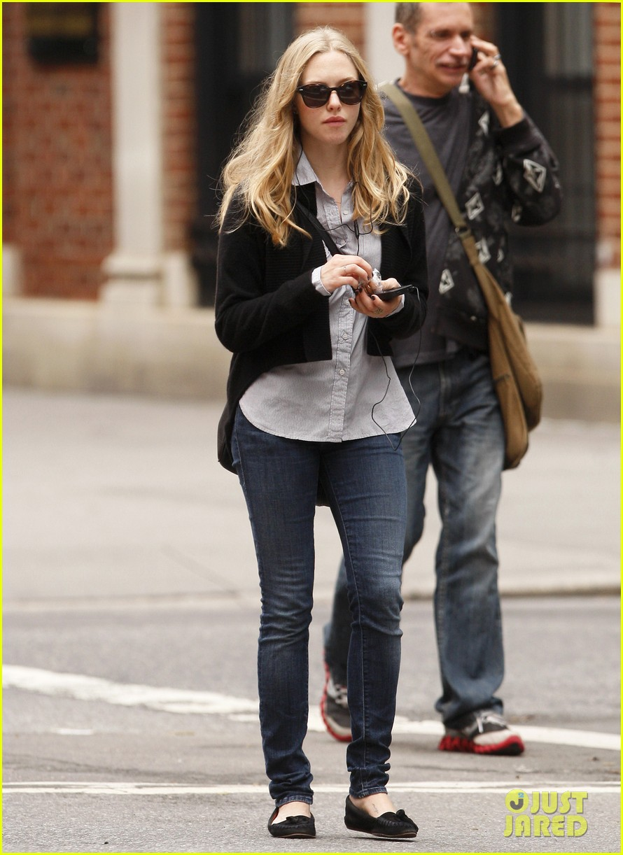 amanda seyfried nyc stroll 10