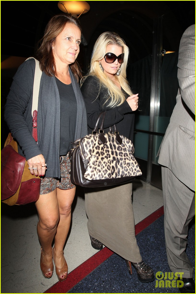 jessica simpson lax airport 042588648