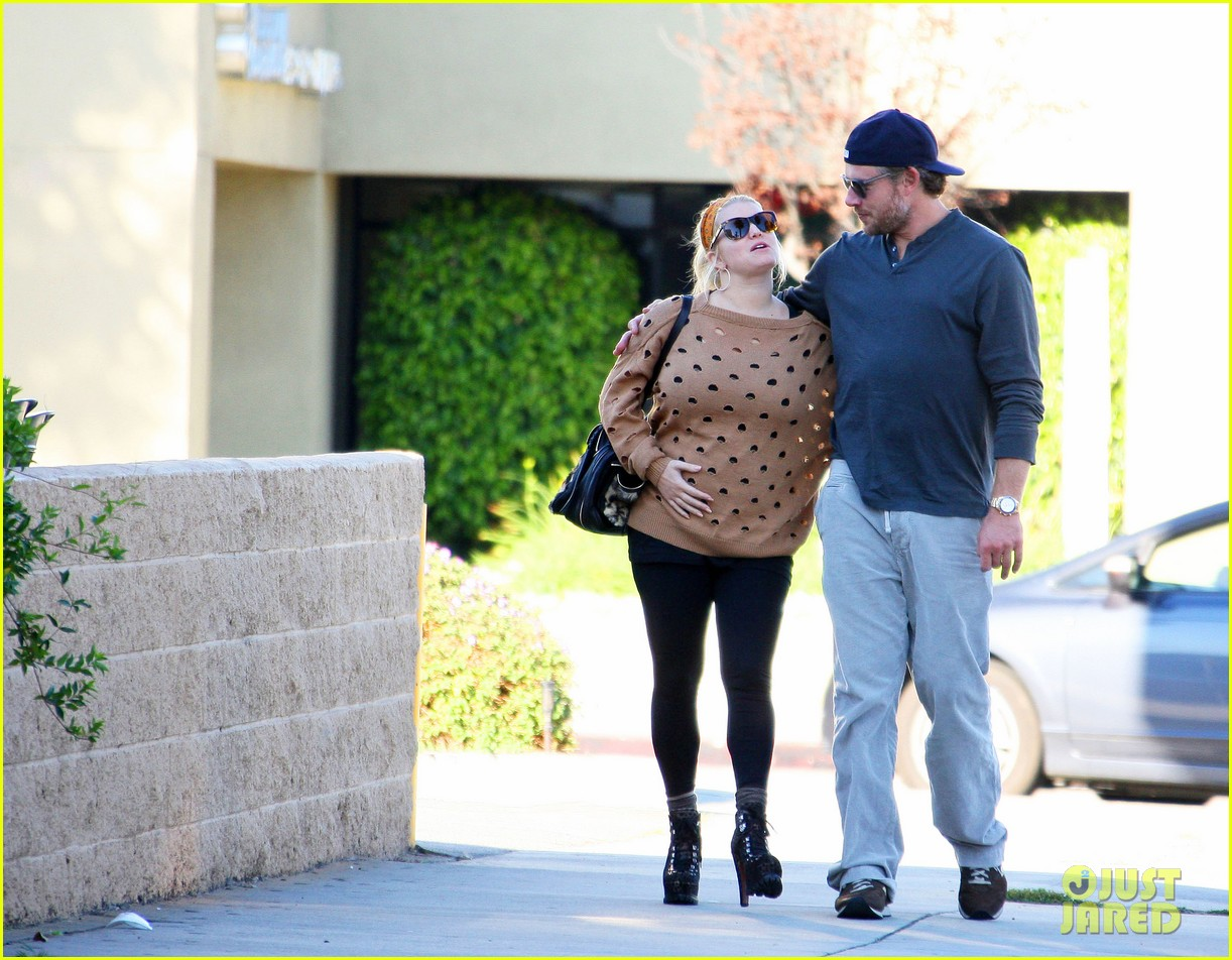 jessica simpson eric johnson hold hands 01