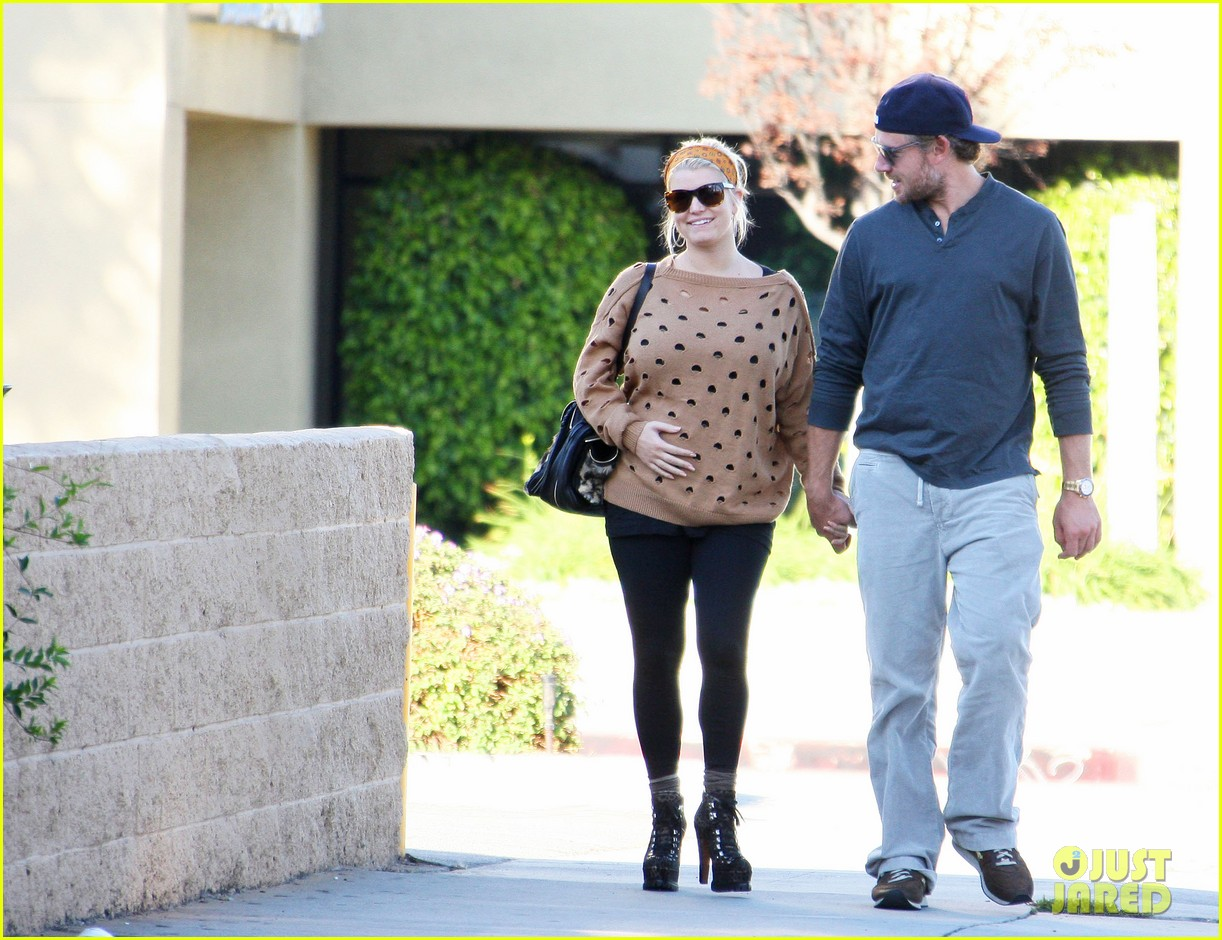 jessica simpson eric johnson hold hands 05