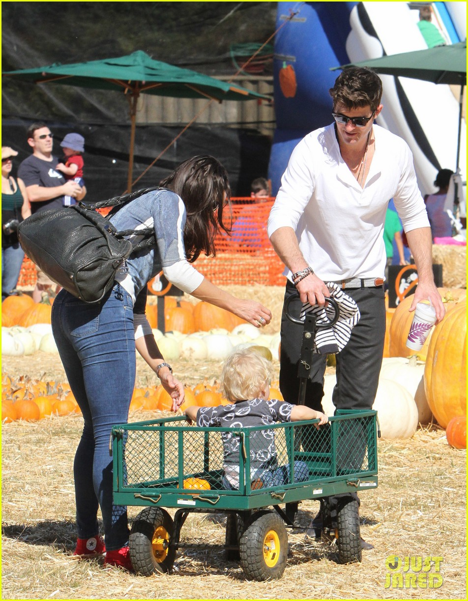 robin thicke paula patton pumpkin patch with julian 112588457