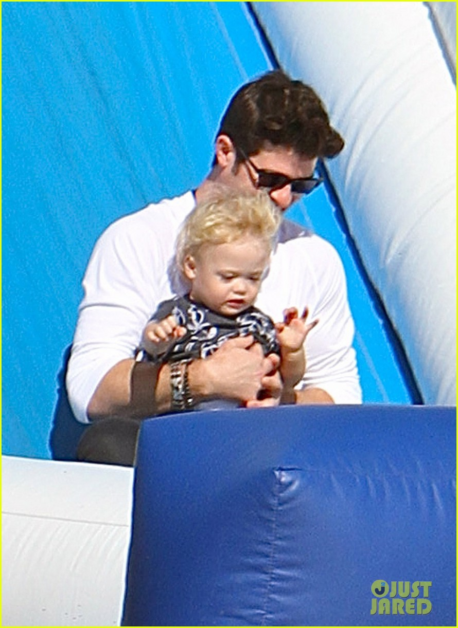 robin thicke paula patton pumpkin patch with julian 14