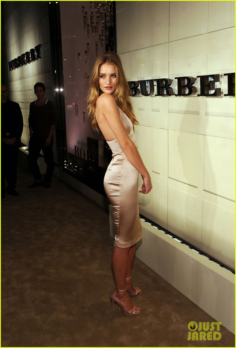 rosie huntington whiteley burberry body 042594048