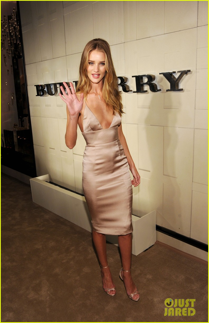 rosie huntington whiteley burberry body 12