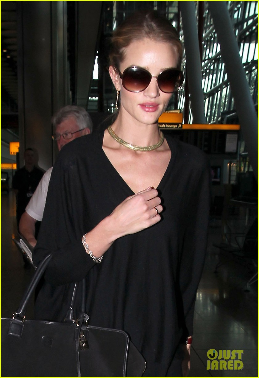 rosie huntington whiteley heathrow arrival 05