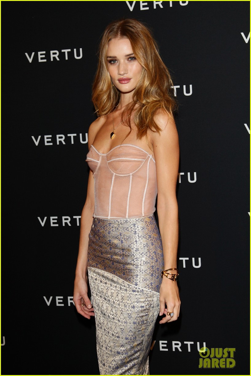 rosie huntington whiteley paris 03