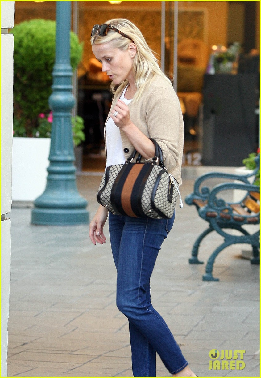 reese witherspoon runs errands with deacon 12