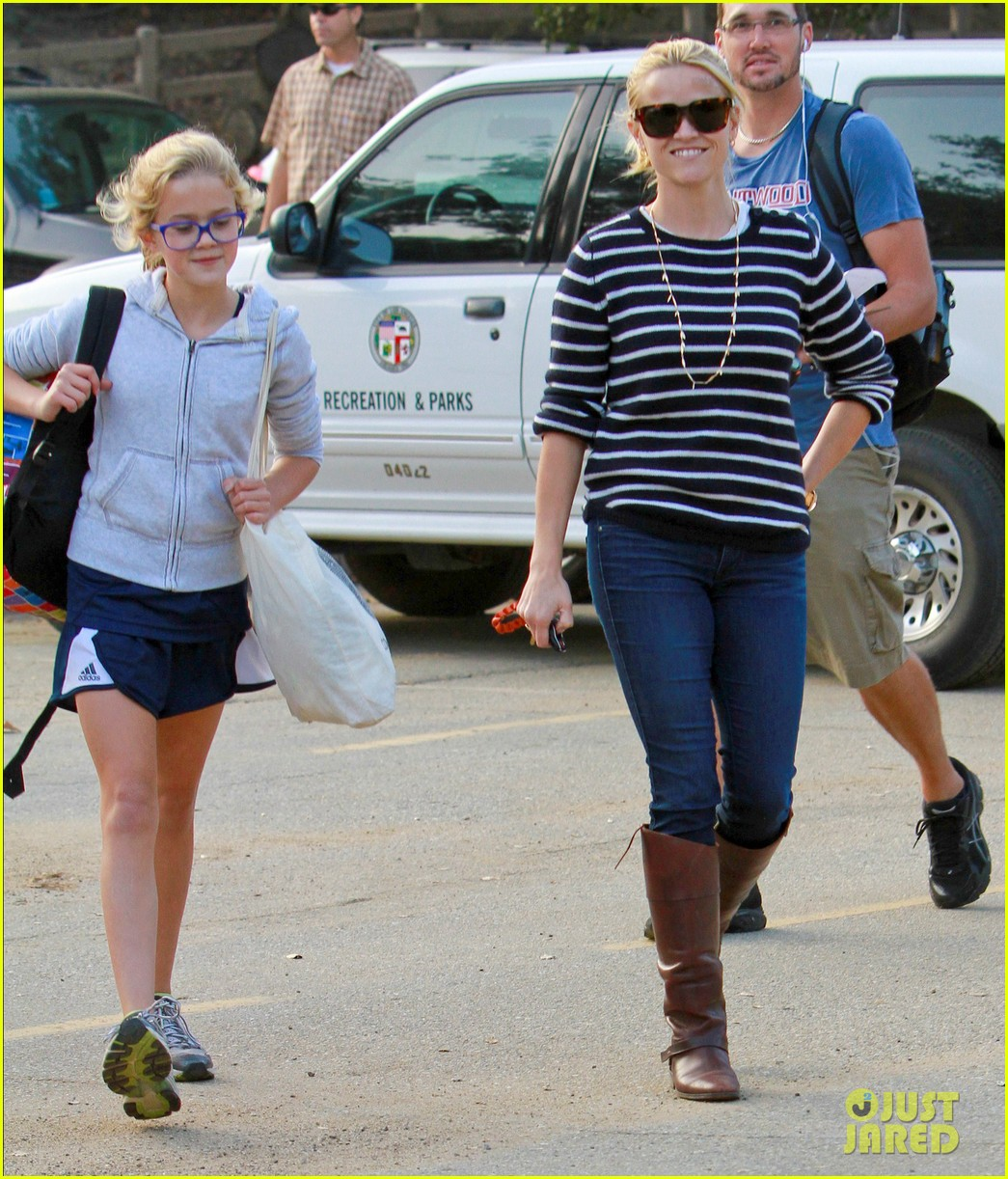 reese witherspoon ava griffith park 03