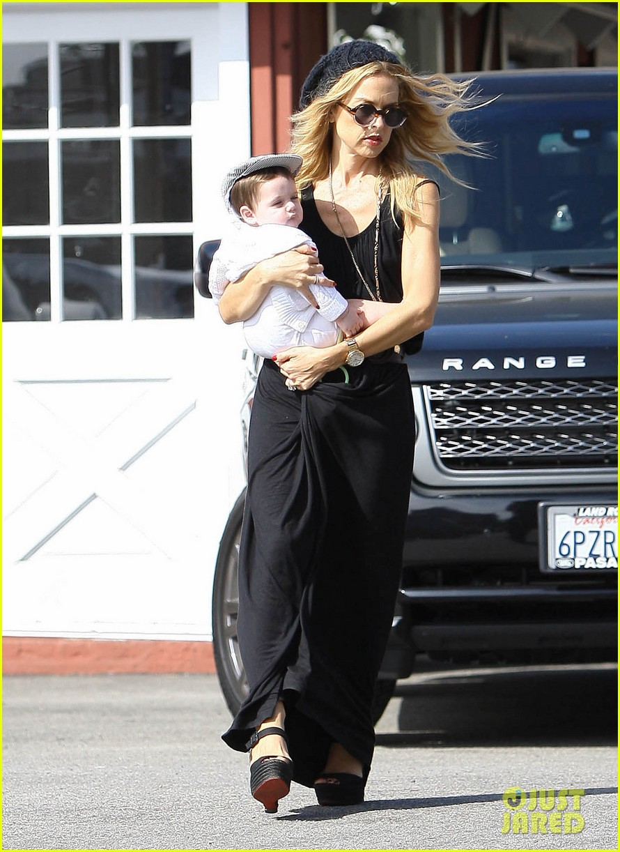 rachel zoe brentwood outing with baby skyler 01