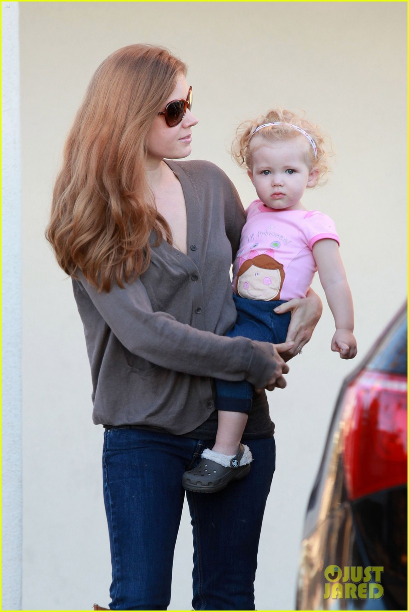 amy adams lunch errands with family 05