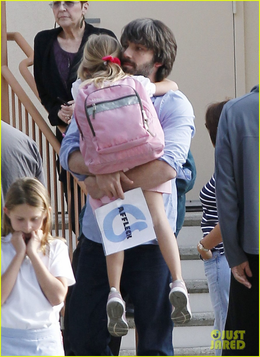 ben affleck violet hug after school 12