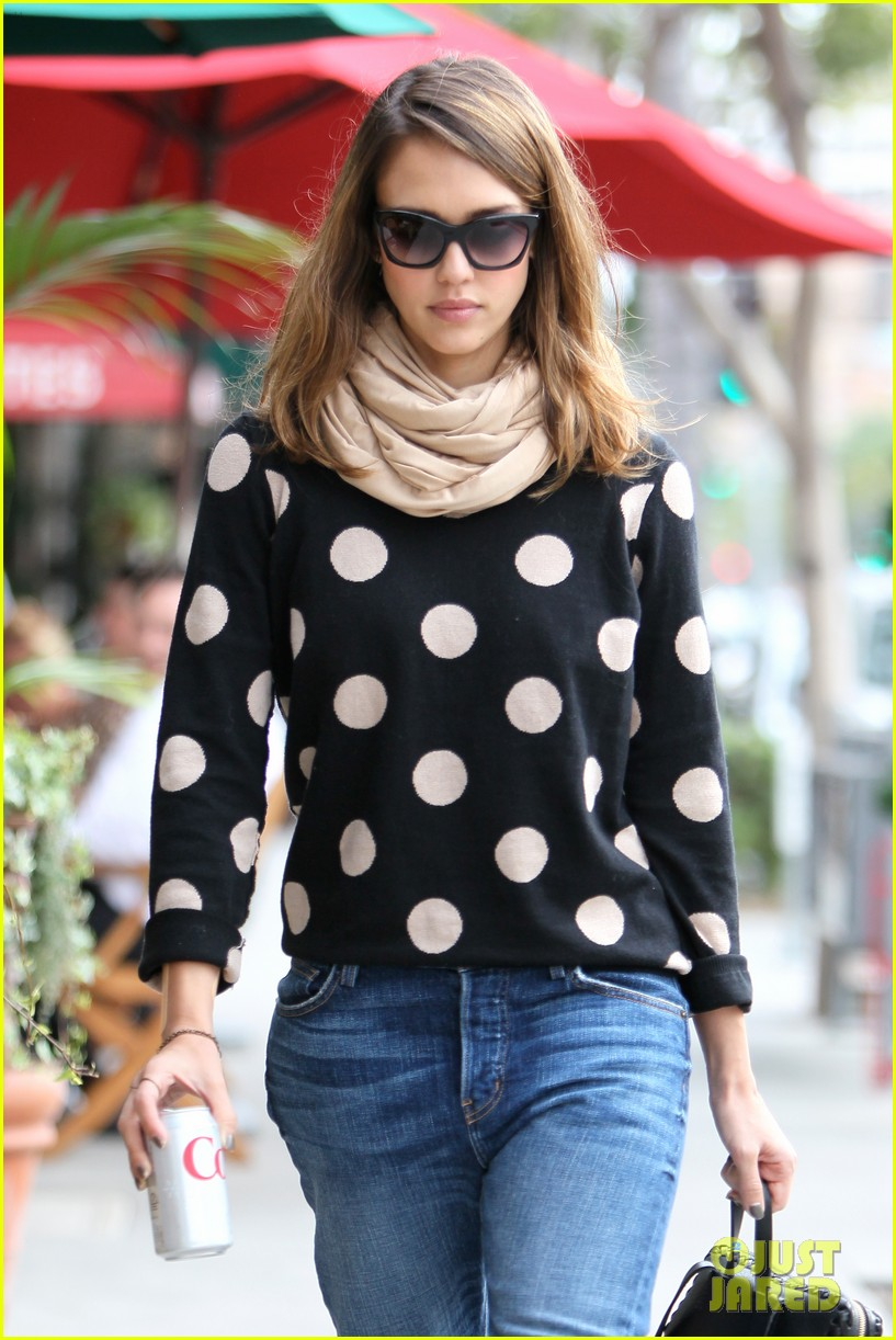 jessica alba polka dot 02