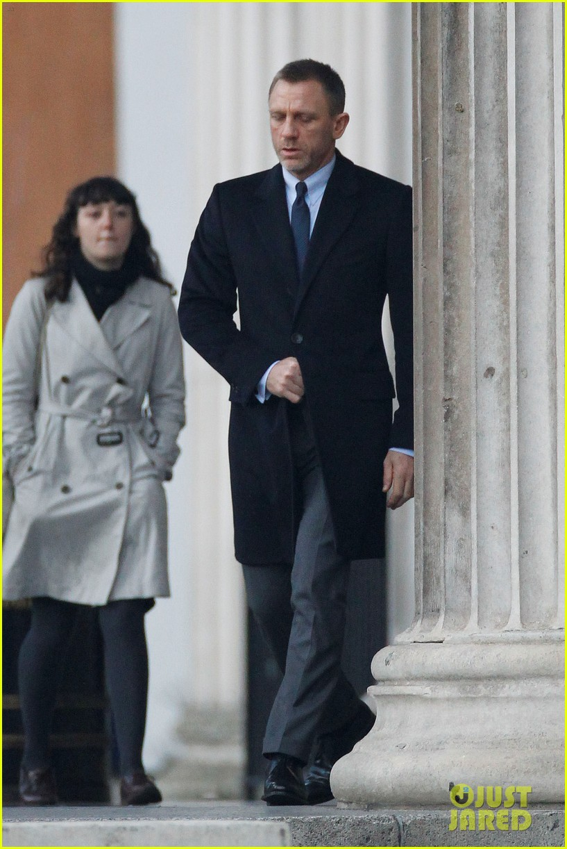 daniel craig skyfall trafalgar square 03