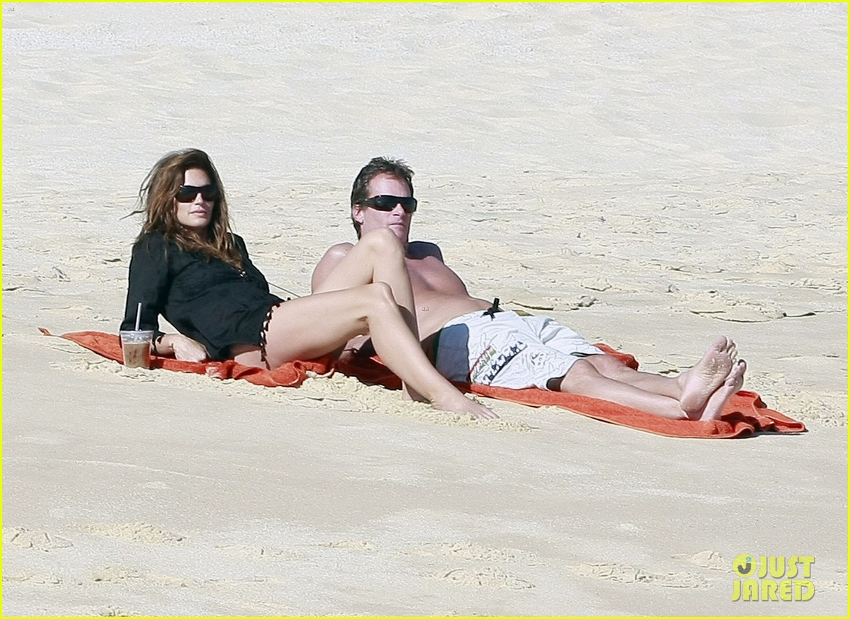 cindy crawford family time in mexico beach 08