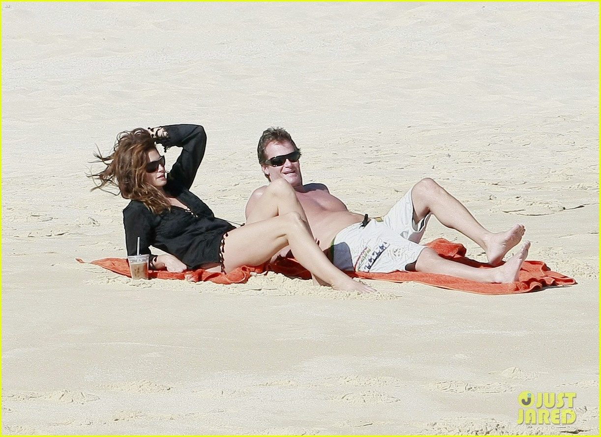 cindy crawford family time in mexico beach 09