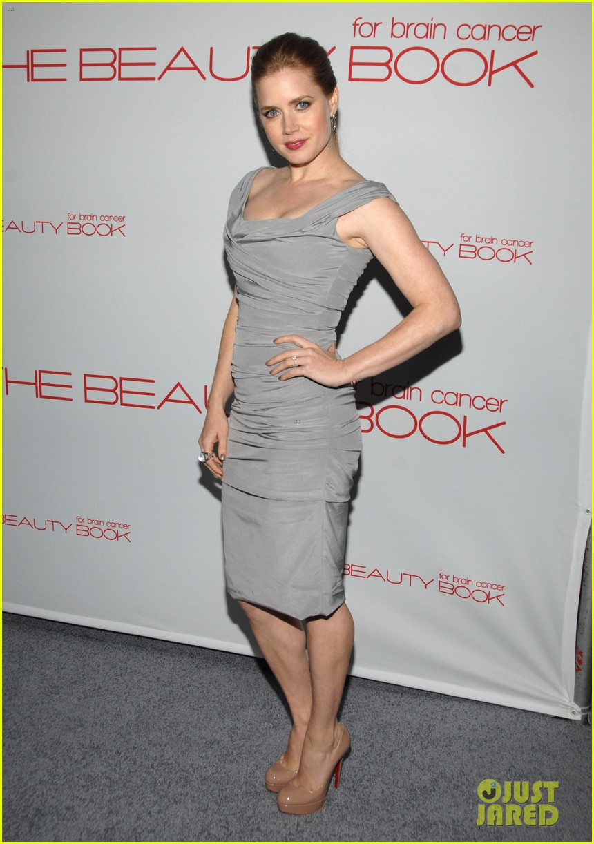 hilary duff the beauty book launch party with mike comrie 01