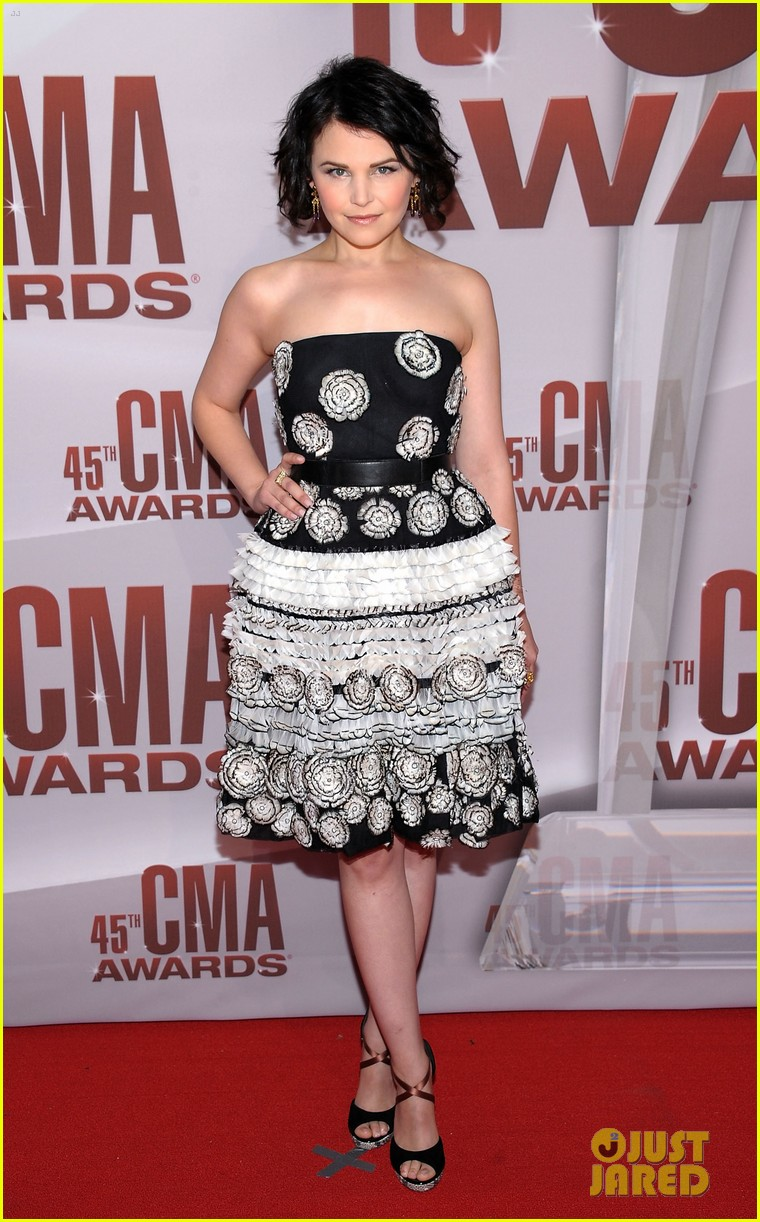 ginnifer goodwin emily vancamp cma awards 2011 03