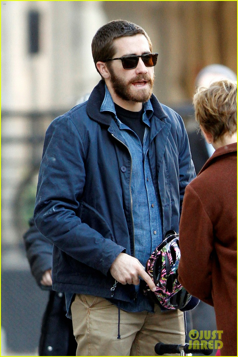 jake gyllenhaal spends the day with niece ramona 04