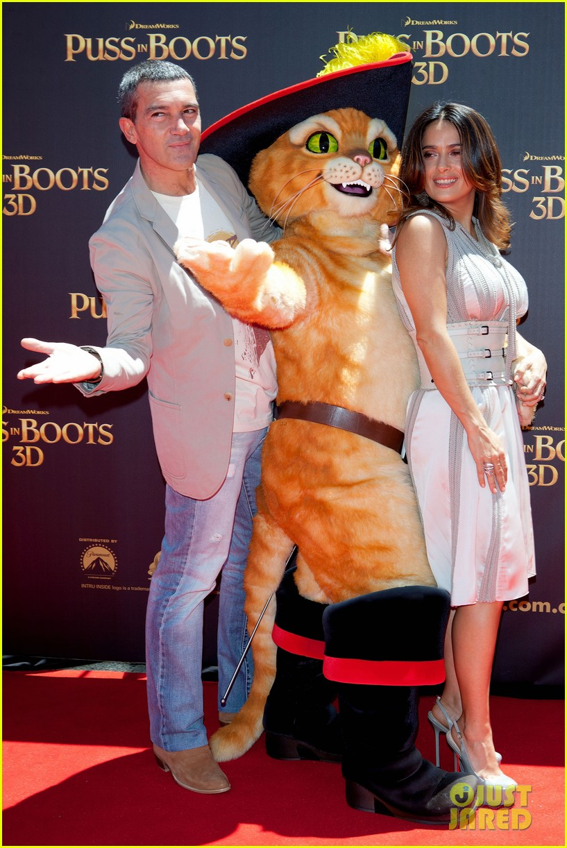 salma hayek brings puss in boots to australia 03