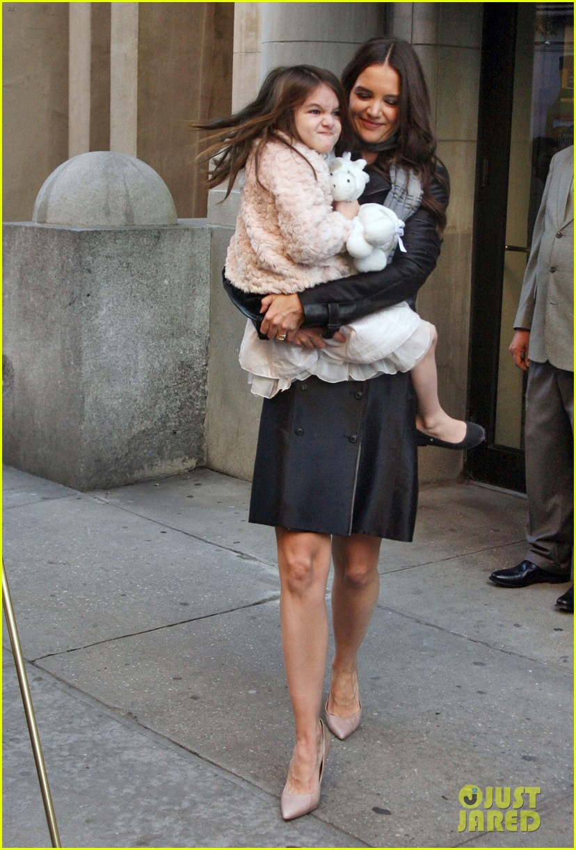 katie holmes late show with letterman visit 01