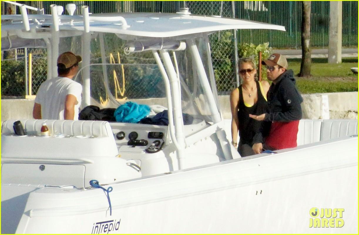 enrique iglesias anna kournikova boat ride 04