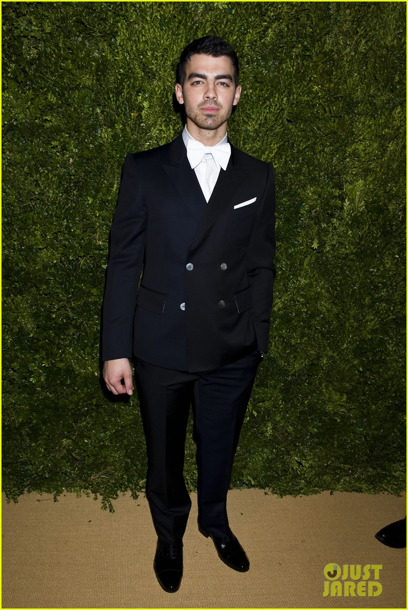 chloe moretz joe jonas cfda vogue fashion fund 17