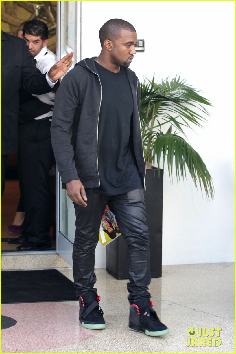 kanye west miami shopping 02