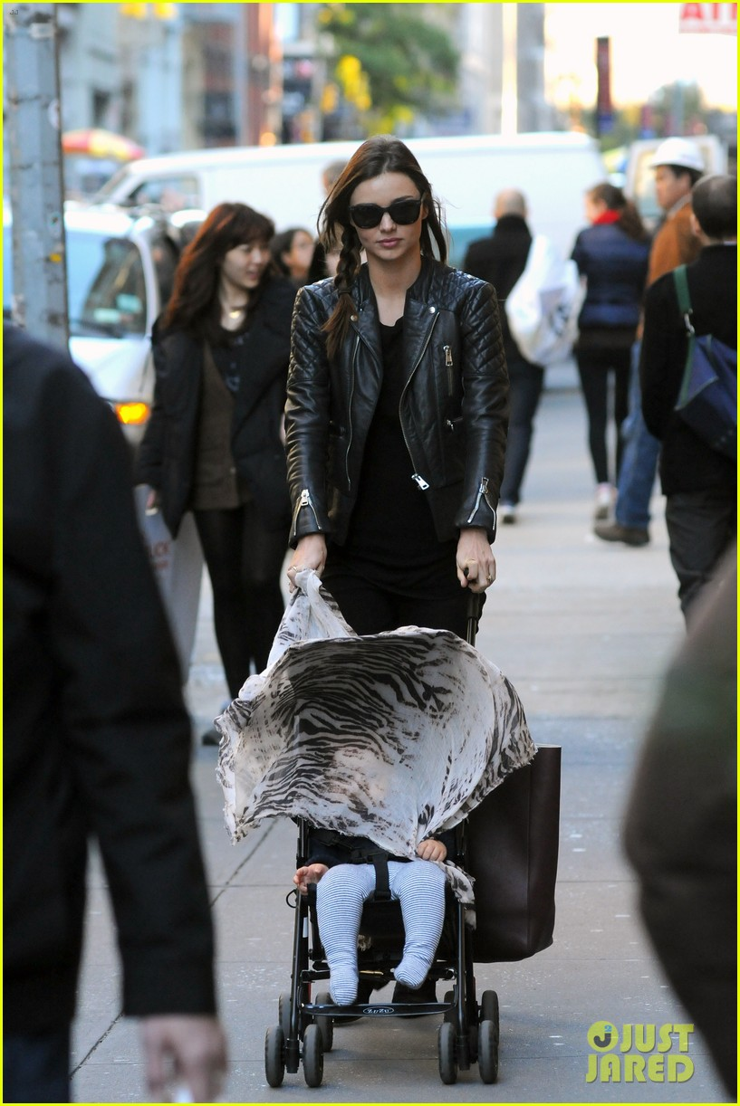 miranda kerr saturday stroll with flynn 05
