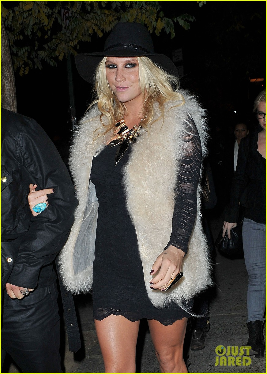 kesha terry richardson gallery opening 03