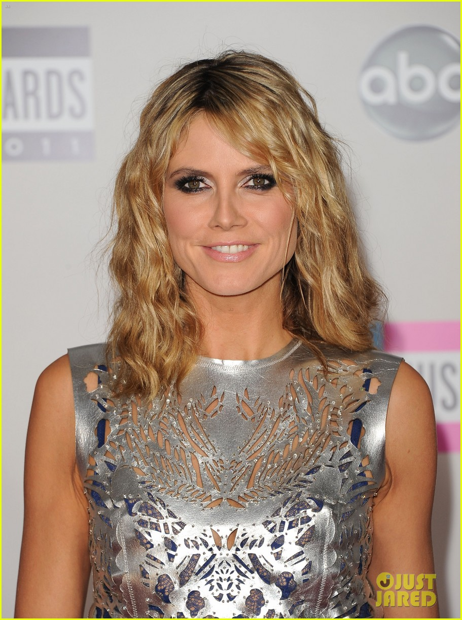 heidi klum amas 2011 red carpet 04