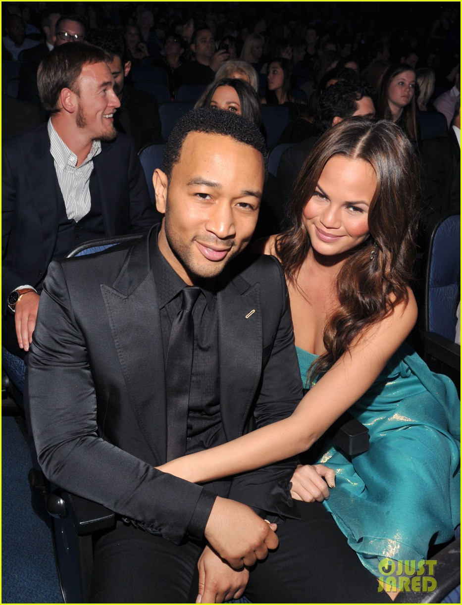 john legend chrissy teigen amas 2011 03