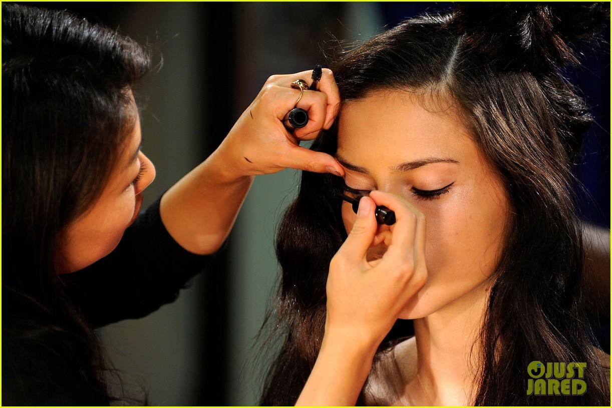 adriana lima vs fashion show 2011 092598650
