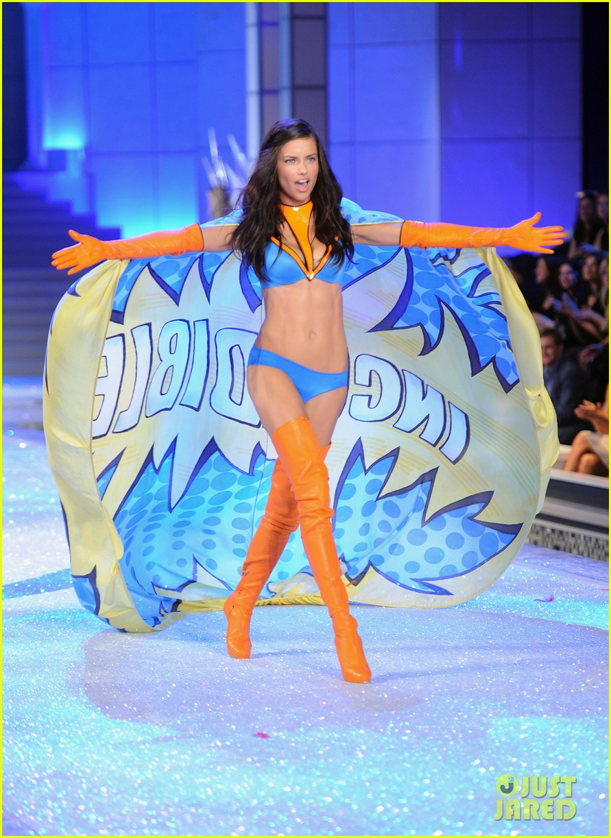 adriana lima vs fashion show 2011 15
