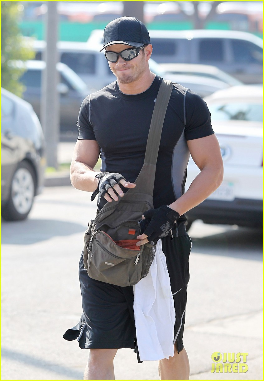 kellan lutz works out santa monica 05