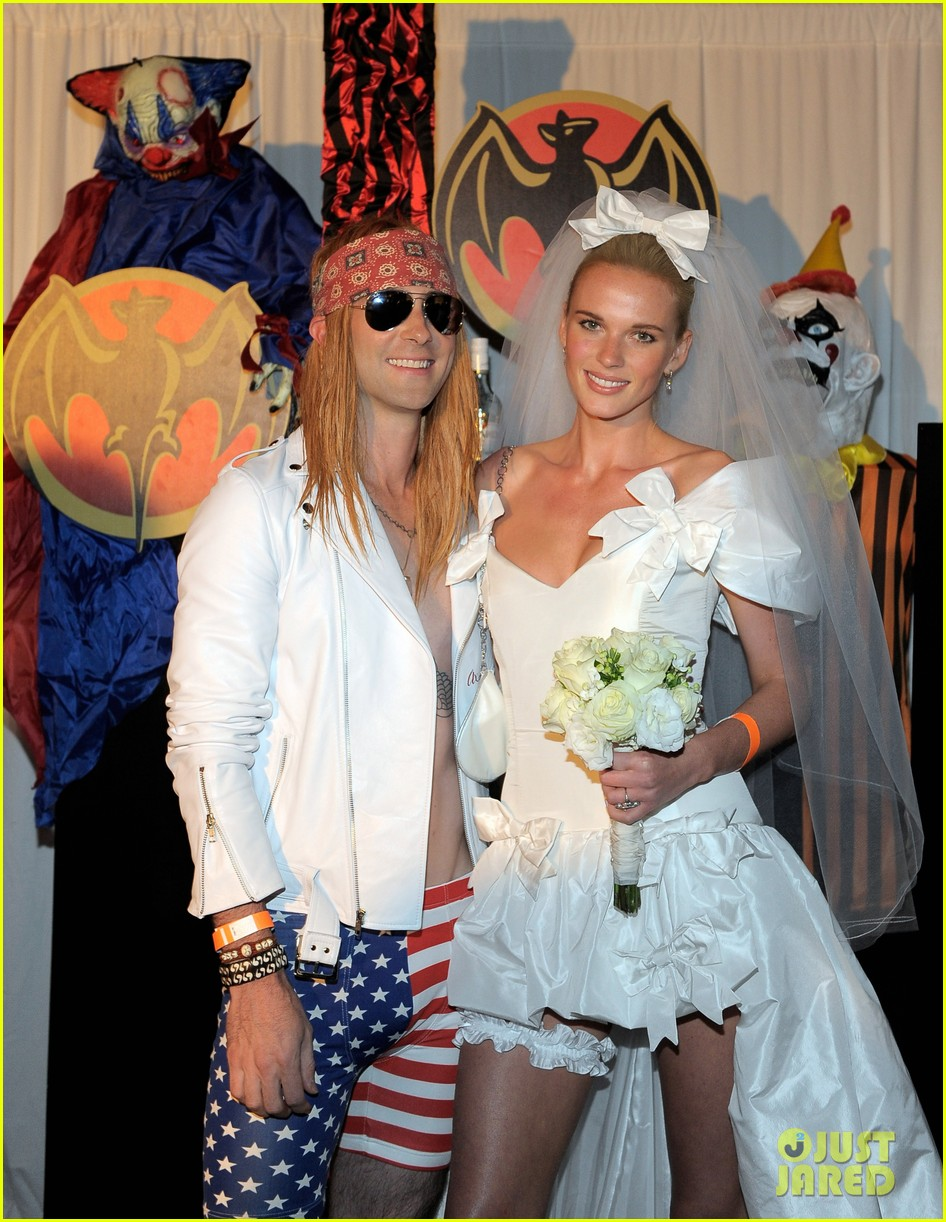 adam levine maroon 5 halloween party 03
