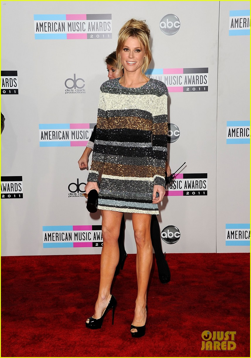 jenny mccarthy julie bowen cheryl hines amas 2011 11