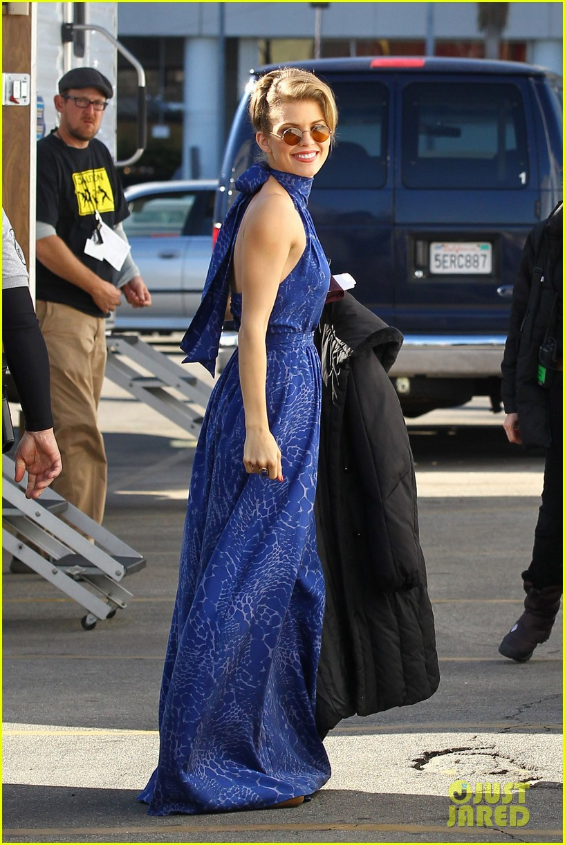 annalynne mccord waves on set 09